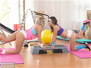 FitnessRooms kinky lesbos get xxx in the gym