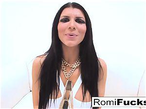 xxx hook-up with porno star Romi Rain