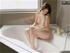 bathroom episode with Anna Italyanka tugging