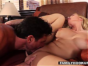 huge-boobed cougar Christie gets a taste of the Tommy Gunn