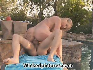 spectacular mother Julia Ann tempts the delivery guy