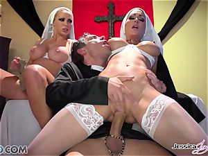 JessicaJaymes- Mick smashes Jessica and Nikki brilliant rump