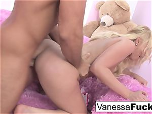 Interview and hook-up with lovely Vanessa box