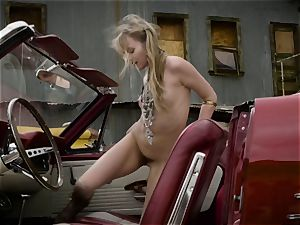 Scarlett Sage heavy solo stroking session in car