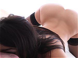 porn superstar Valentina Nappi wide open on manmeat