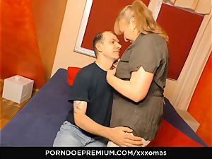 gonzo OMAS - grannie Next Door gets total load in facehole
