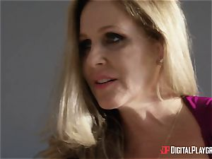 sex with huge-boobed housewife Julia Ann and her stepdaughter
