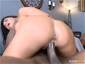 Romi Rain pummels her steamy ebony trainer in front of her man