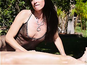 milf India Summer creampied on the wanking table