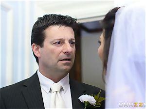 fuckpole greedy bride Simony Diamond