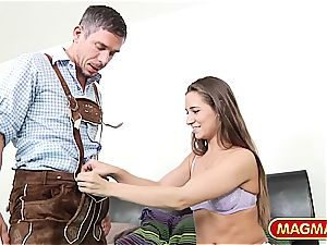 Lederhosen Mick picking up american babe