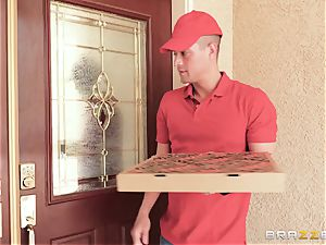 Eva Notty hankers extra jism topping from pizza man