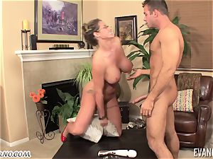 buxomy porn-veteran Eva Notty flashes how to do it