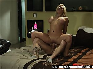 tatted blondie bitch Natalia Starr deep-throats and rails